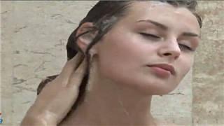 三位乌克兰极品名模浴室共同沐浴相互抚摸 Z4