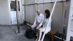 人妻筱田优和十年前为她坐牢的前男友再次相会
