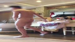 健身教练把被子铺在浴室洗漱台上干苗条富姐有钱人真会玩