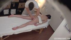 按摩推油系列:黑发女郎做了一个梦幻般的按摩10