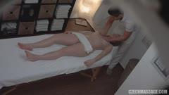 按摩推油系列:18岁的美少女被按摩师操了 X11
