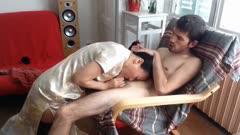 气质房东少妇阿姨穿着旗袍给洋小伙吃屌在摇摇椅上做爱