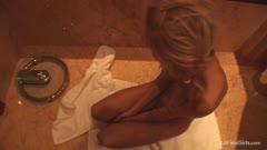WoWGirls系列:金发妹子在浴室口交浴缸扣逼